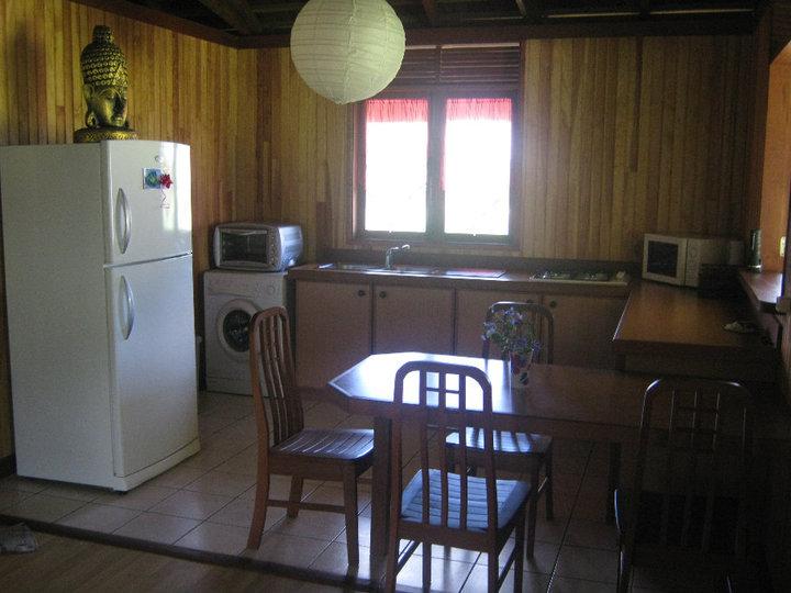https://tahititourisme.fr/wp-content/uploads/2017/08/Fare-Tiare-painapo-cuisine.jpg