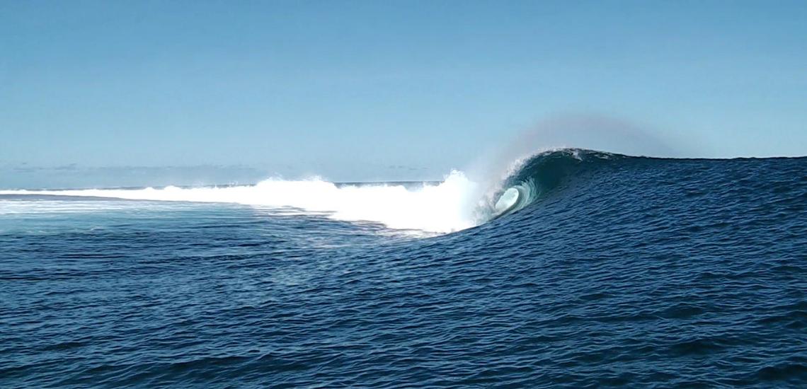 https://tahititourisme.fr/wp-content/uploads/2017/08/Tehanis-surf-cool.png