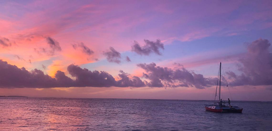 https://tahititourisme.fr/wp-content/uploads/2017/08/voilamoorea_sunset_1140x550.png