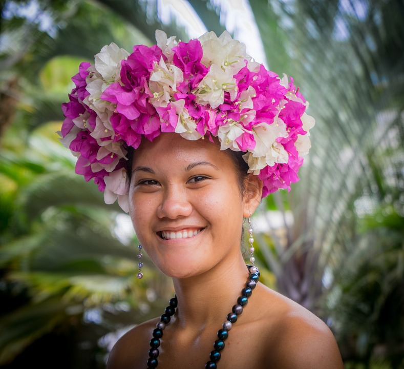 https://tahititourisme.fr/wp-content/uploads/2017/09/floral-head-dress-750652_960_720.jpg
