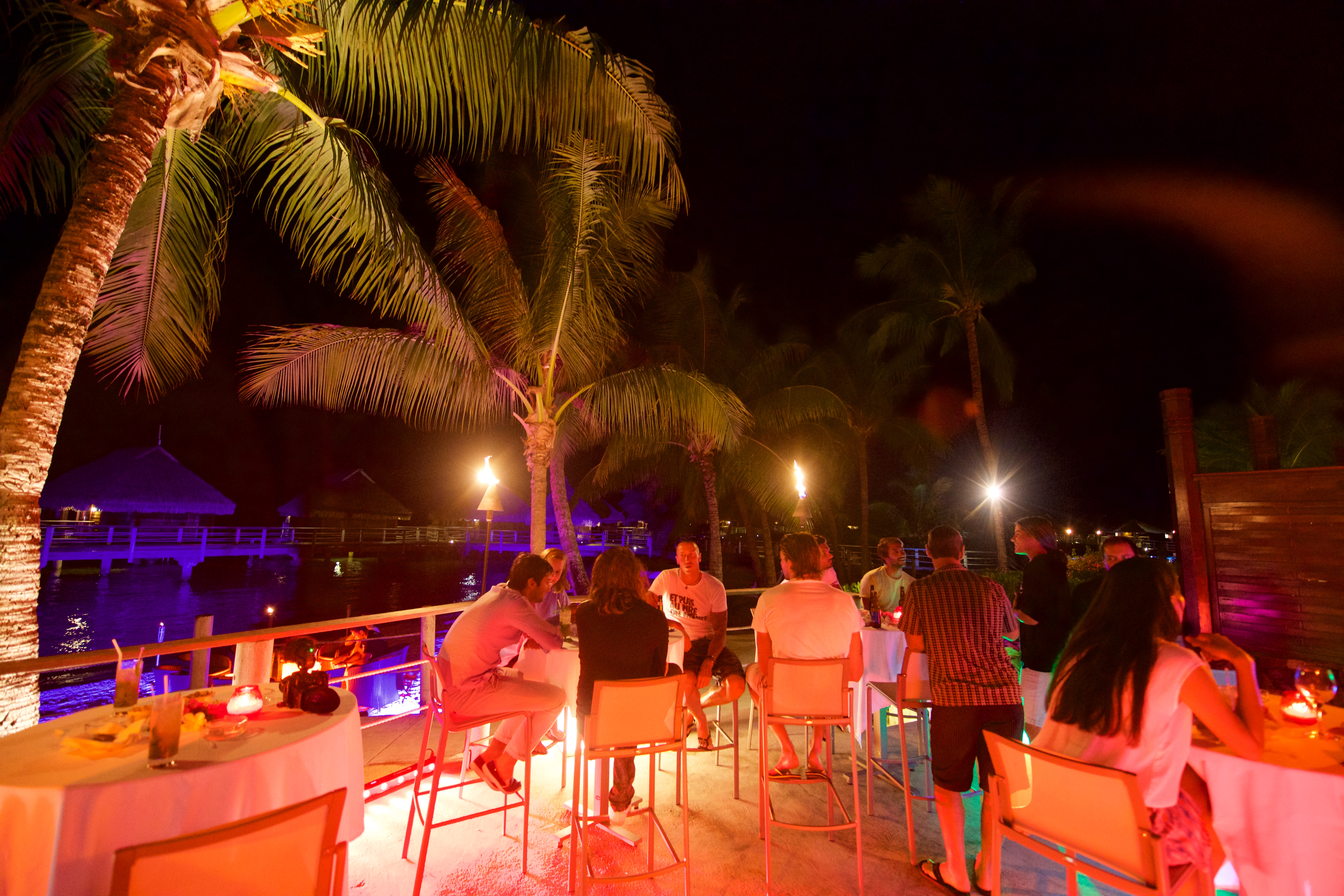 https://tahititourisme.fr/wp-content/uploads/2018/03/RESTAURATION-Matahiehani-Lounge-Bar-featured_image-Tim_McKenna.jpg