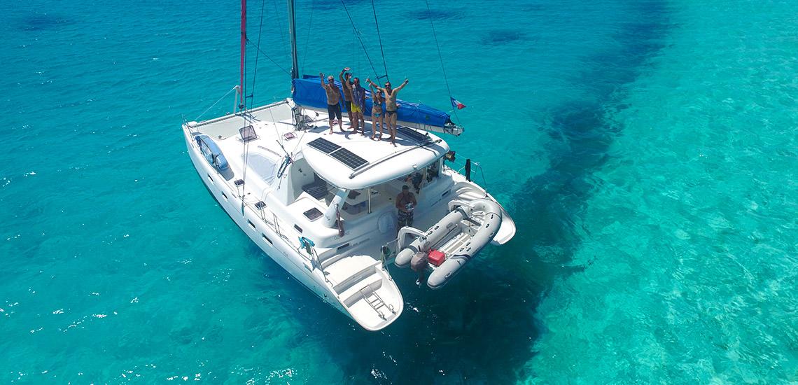 https://tahititourisme.fr/wp-content/uploads/2018/04/polynesie-francaise-plongee-sous-marine-catamaran-go-zone-dive-boat-GDR.jpg
