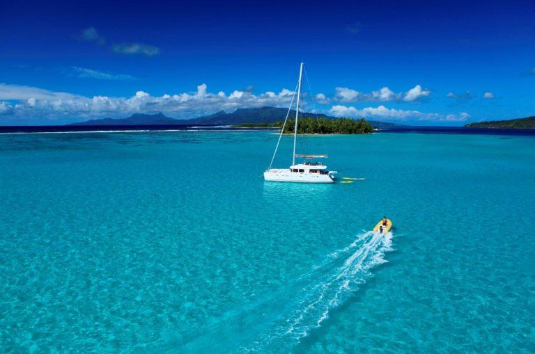 Visitez les Îles de la Société à bord d'un catamaran privé