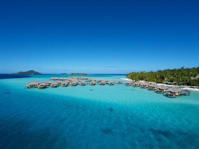 https://tahititourisme.fr/wp-content/uploads/2019/01/aerial-view-bora-bora-pearl-beach-resort-spa.jpeg