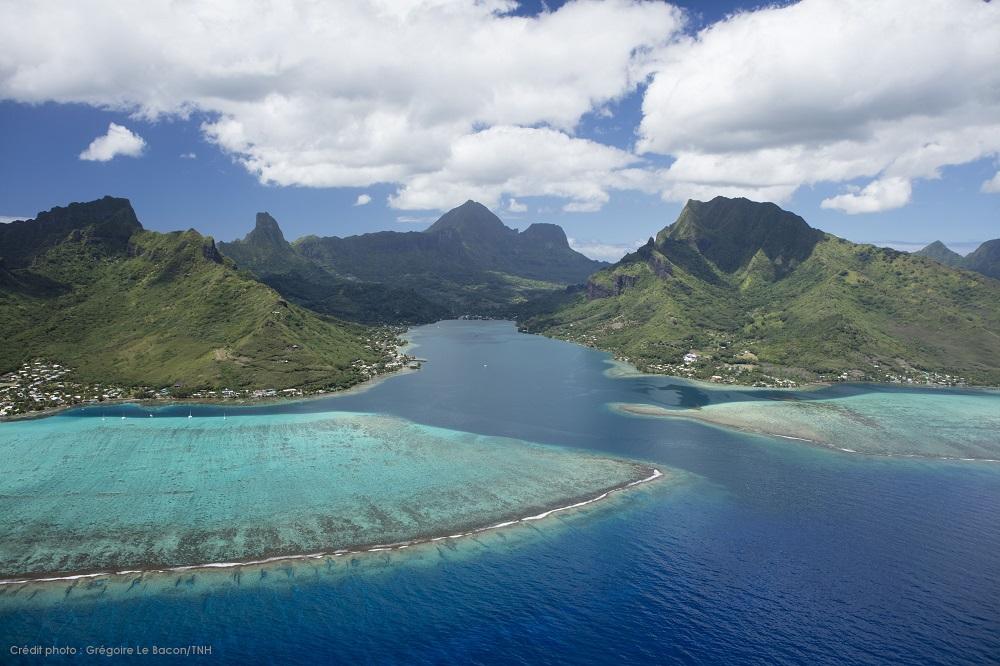 https://tahititourisme.fr/wp-content/uploads/2019/03/P2_08_MOOREA_Divers-TNH-14-©-Grégoire-Le-Bacon-Tahiti-Nui-Helicopters.jpg
