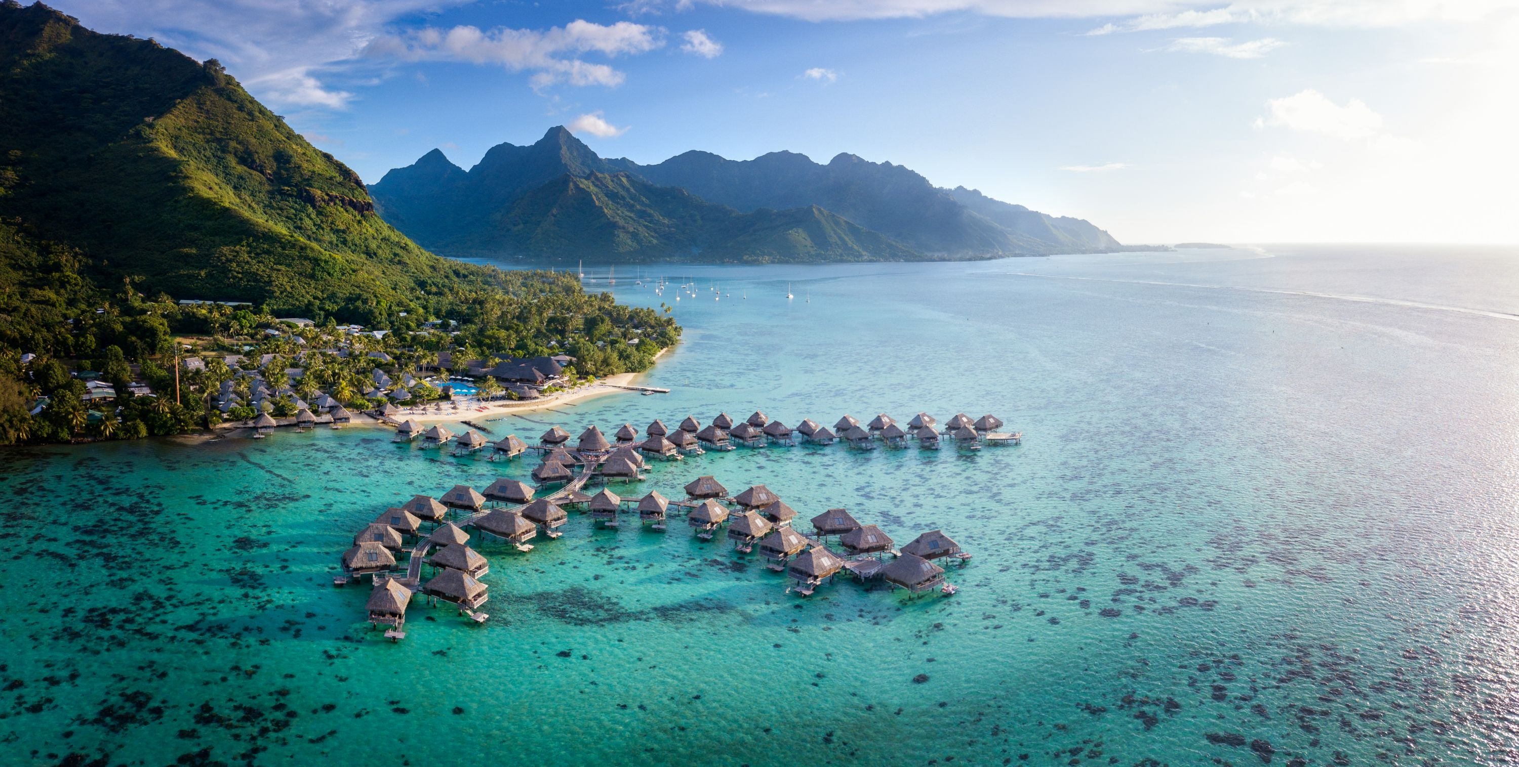 https://tahititourisme.fr/wp-content/uploads/2019/06/Resort-Exterior.jpg