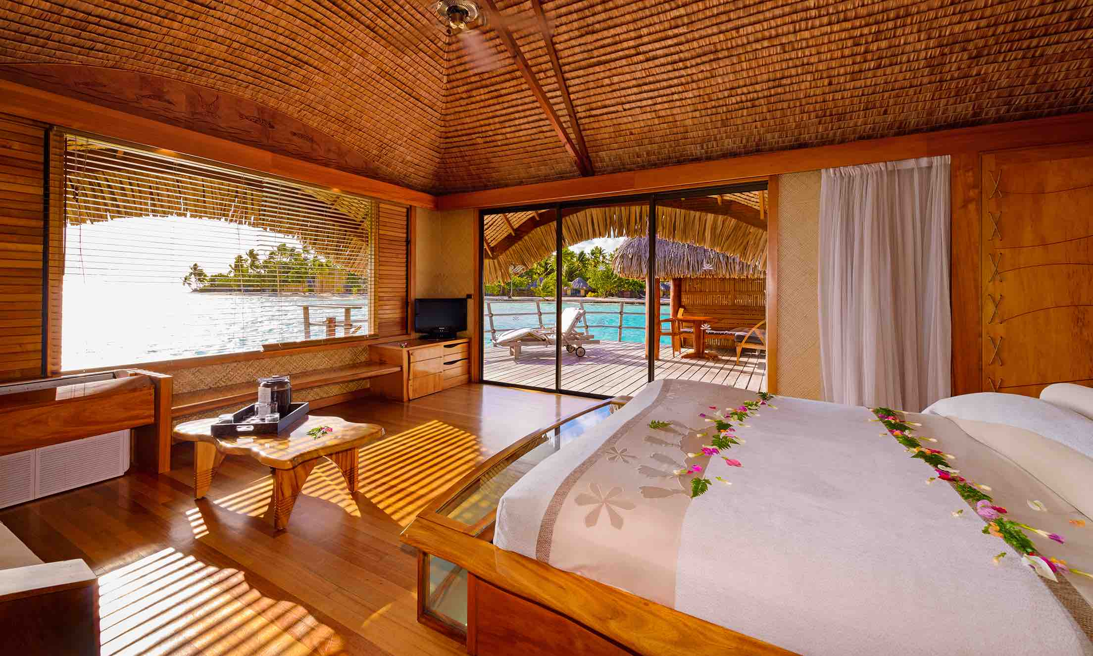 https://tahititourisme.fr/wp-content/uploads/2019/07/monplusbeauvoyage-tahaa-Island-Resort-chambre.jpg