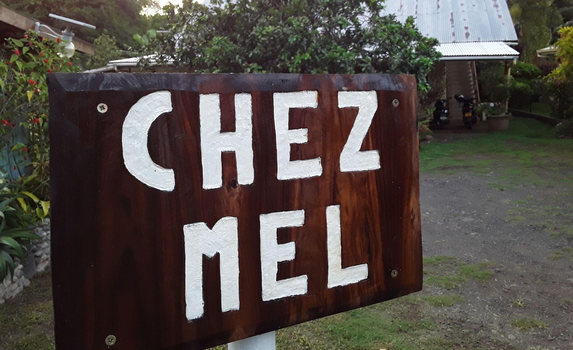 https://tahititourisme.fr/wp-content/uploads/2020/07/Panneau-Chez-Mel.jpg