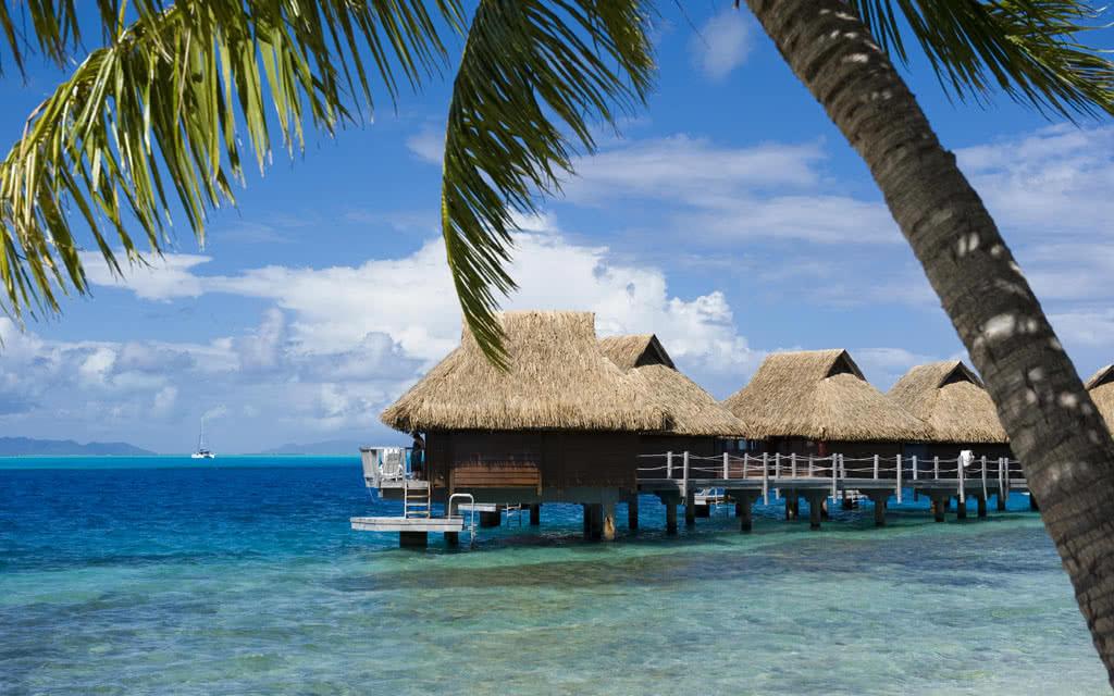 https://tahititourisme.fr/wp-content/uploads/2020/10/14-maitaipolynesiabob-bungalow-pilotis-beach3.jpg
