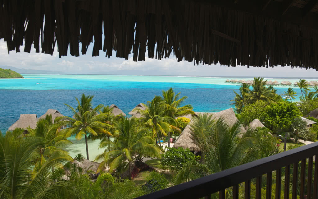 https://tahititourisme.fr/wp-content/uploads/2020/10/14-maitaipolynesiabob-chambre-ocean-vue2.jpg