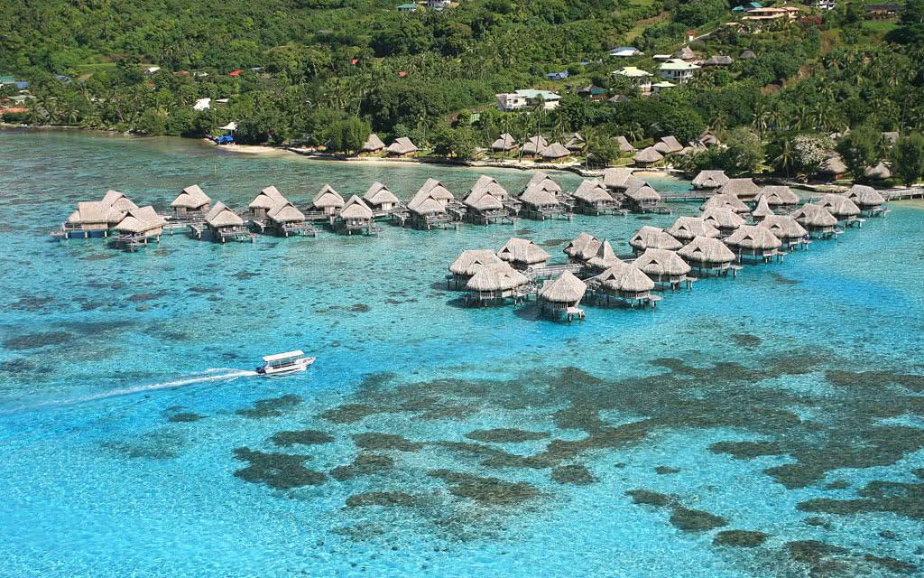 https://tahititourisme.fr/wp-content/uploads/2020/10/14-sofitelmooreaiaora-aerial-view-hr-1.jpg