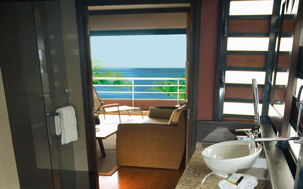 https://tahititourisme.fr/wp-content/uploads/2020/10/16-tahitipearlbeach-ocean-view-suite-bathroom-2.jpg