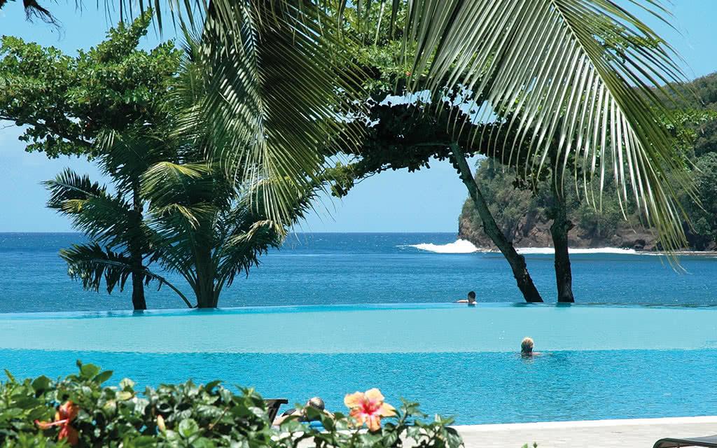 https://tahititourisme.fr/wp-content/uploads/2020/10/16-tahitipearlbeach-piscine-de-jour.jpg