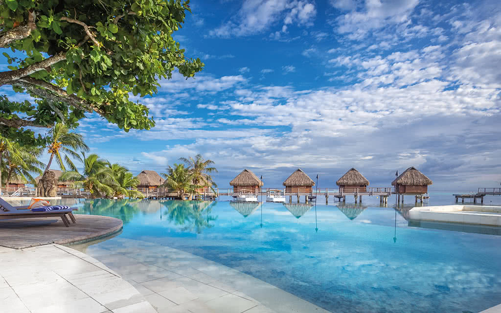 https://tahititourisme.fr/wp-content/uploads/2020/10/17-manavabeachresortmoorea-2-credit-photo-charles-veronese.jpg