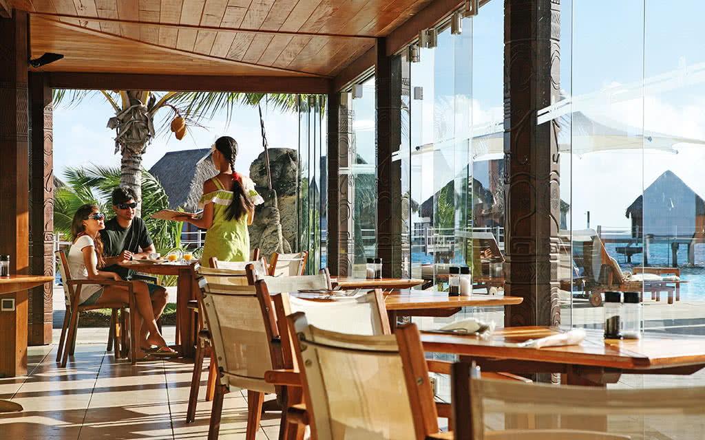 https://tahititourisme.fr/wp-content/uploads/2020/10/17-manavabeachresortmoorea-restaurant-4-credit-photo-greg-lebacon.jpg