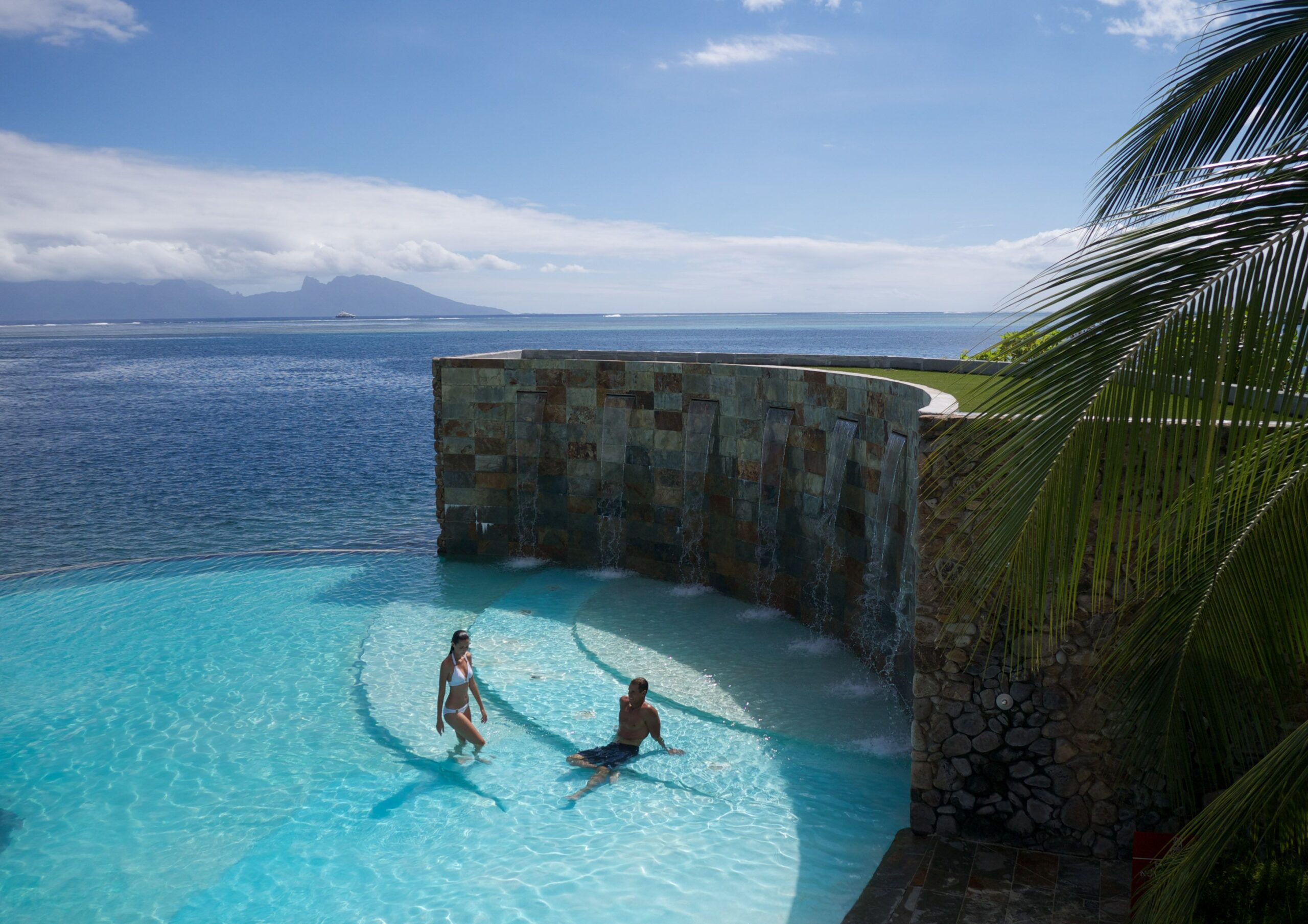 https://tahititourisme.fr/wp-content/uploads/2020/10/Piscine-Manava-Suite-Resort-scaled.jpeg