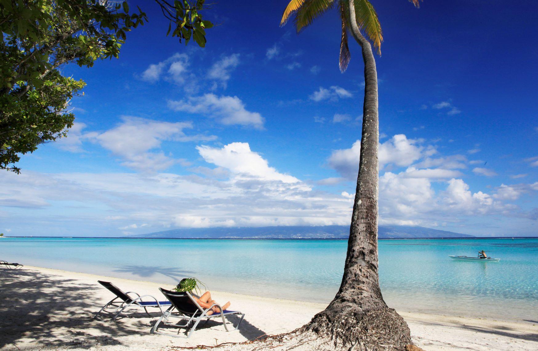 https://tahititourisme.fr/wp-content/uploads/2020/10/Sofitel-Moorea-Ia-Ora-Relaxing-on-the-Beach.jpg