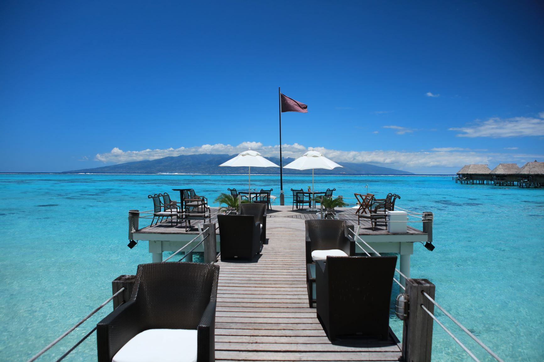 https://tahititourisme.fr/wp-content/uploads/2020/10/Sofitel-Moorea-Ia-Ora-lunch-with-a-view.jpg