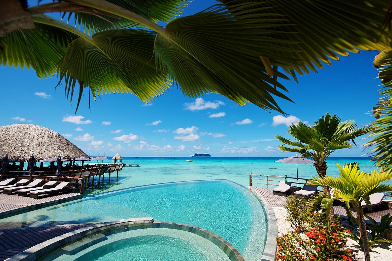https://tahititourisme.fr/wp-content/uploads/2020/12/Kia-Ora-Rangiroa-Swimming-pool.jpg