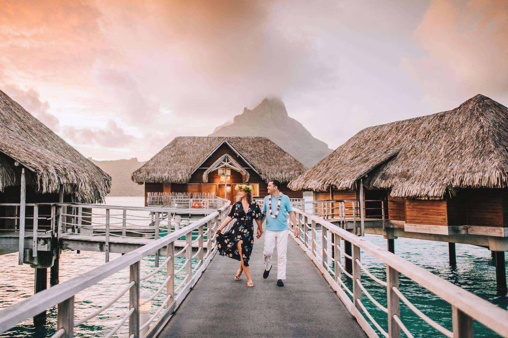 https://tahititourisme.fr/wp-content/uploads/2021/04/Bora-Bora-Photographer-Honeymoon-Wedding-couple-10.jpg