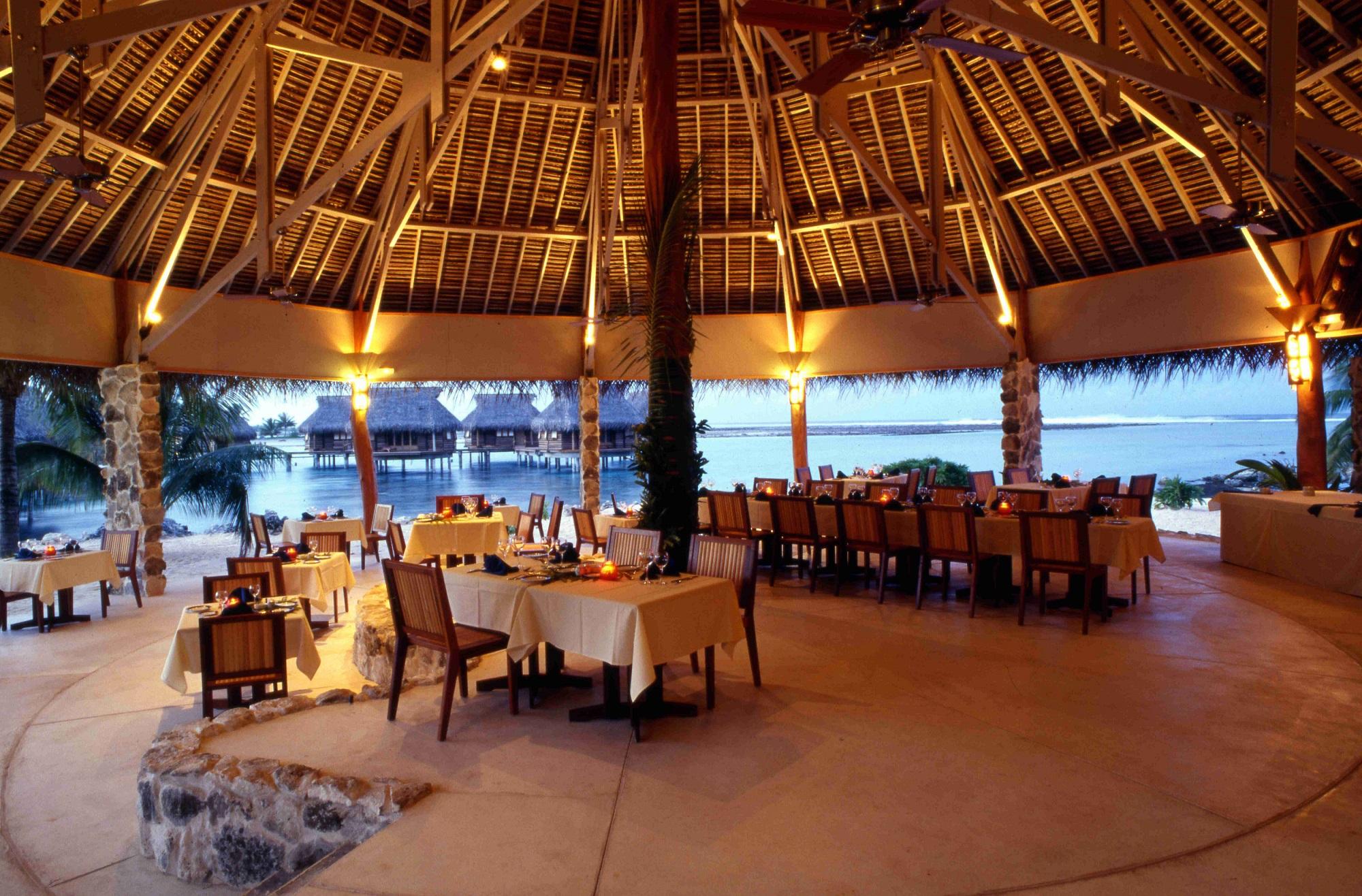 https://tahititourisme.fr/wp-content/uploads/2021/10/Tikehau-Pearl-Beach-Resort-Restaurant-Pohero-Copie.jpg